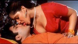 Hot Indian Actress Romance With Boy Friend || Mallu Aunty Romantic Hot Scenes